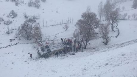 УТуреччині автобус впав узамерзлий рівчак: 6 загиблих, 20 травмованих