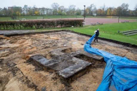 УГамбурзі будівельники відкопали величезну свастику: відео