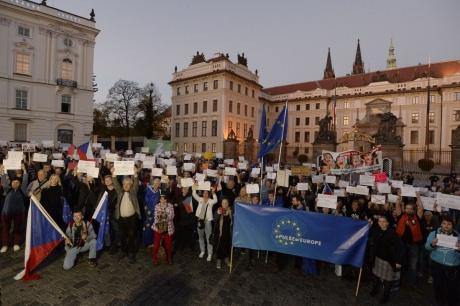 ВПраге прошла демонстрация против позиции Земана поаннексии Крыма