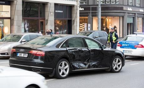 Вавто прем'єр-міністра Естонії врізався Mercedes
