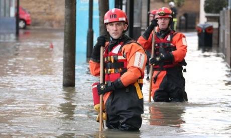 Встолице Англии из-за прорыва магистральной трубы 150 домов оказались вводе