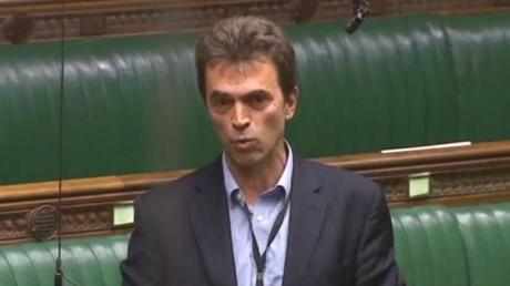 Впарламенте Англии избранникам разрешили неносить галстуки