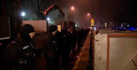 ВВаршаве милиция ночью оттеснила демонстрантов изпалаточного городка около Сейма