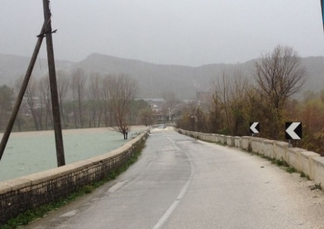 Масштабные наводнения вАлбании: сотни людей эвакуируют, есть погибший