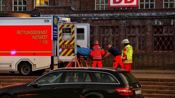 У Німеччині невідомий зножем влаштував напад упоїзді