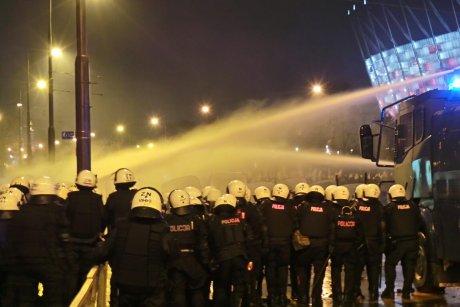 Польских националистов разогнали водометами
