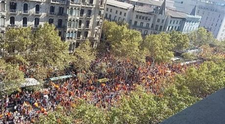 УБарселоні тисячі людей вийшли на мітинг проти незалежності Каталонії