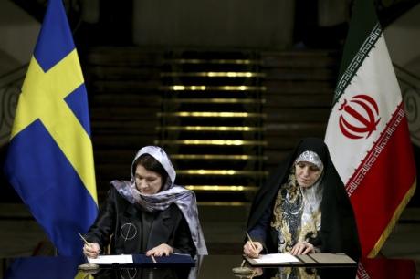 Дефиле позора: феминистское руководство Швеции вхиджабах