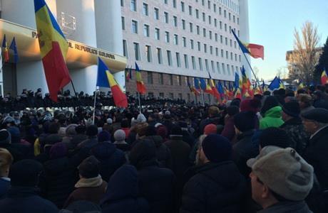 ВМолдові майдан: люди протестують проти нового уряду