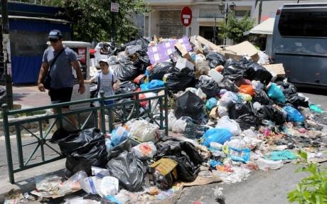 Афины утопают вмусоре из-за забастовки коммунальщиков
