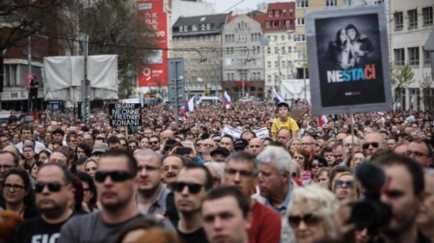 Тысячи словаков вышли наулицы стребованием досрочных выборов