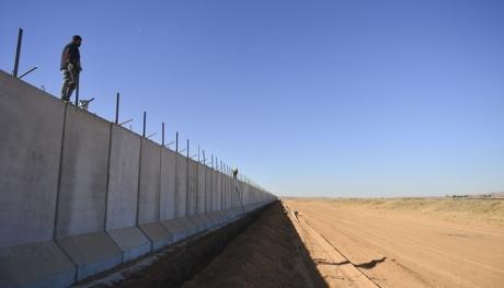 Турция заканчивает строительство колоссальной стены награнице сСирией