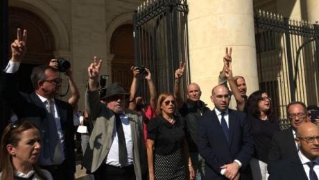 Граждане Мальты протестуют, требуя расследовать убийство журналистки