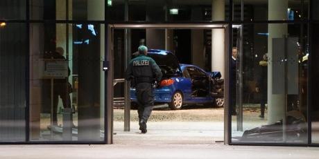 Авто зканістрами бензину протаранило офіс німецьких соціал-демократів
