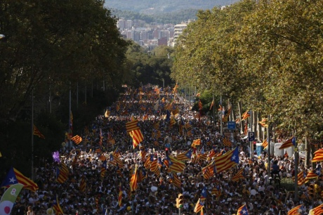 Сотни тыс. каталонцев добивались независимости отИспании