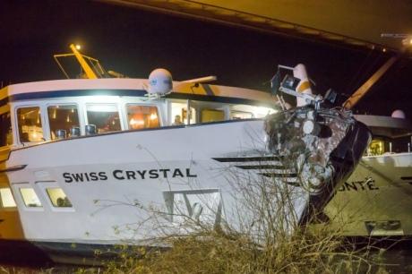 У Німеччині корабель врізався в міст: перші дані про постраждалих і фото