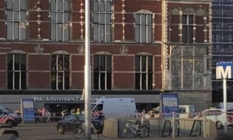 Уцентрі Амстердама автомобіль наїхав на пішоходів