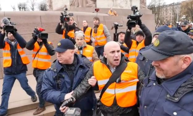 48c9661b6e033f Посольство України вимагає у Британії покарати пропагандиста Філіпса ...