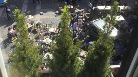 Фургон врезался втолпу вГермании: три человека погибли, 50 пострадали