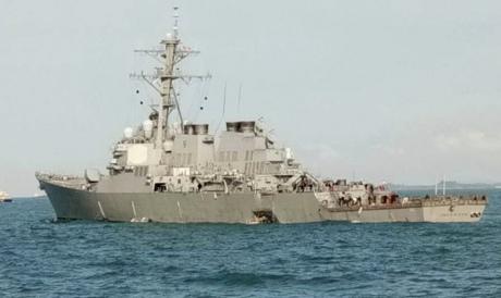 Військовий есмінець США зіткнувся зтанкером біля Сінгапуру: з'явилося відео