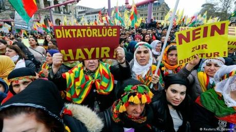 У Франкфурті тисячі курдів протестували проти
