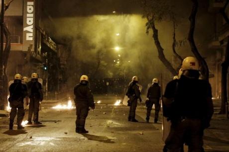 Протести вАфінах: коктейлі Молотова, каміння і сльозогінний газ