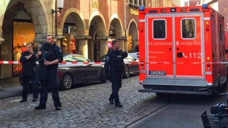 ВГермании микроавтобус врезался втолпу людей, есть жертвы