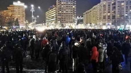 ВРумынии неменее 10 тысяч человек вышли напротесты против помилования заключенных