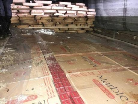 НаЗакарпатье таможенниками изъято 100 000 пачек контрабандных сигарет