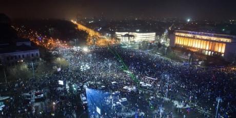 Неменее 400 тыс. человек потребовали отставки руководства Румынии