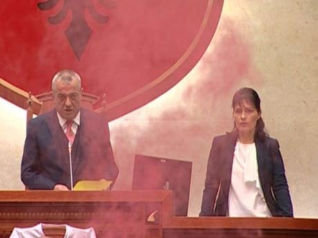 ВАлбанії протестувальники намагалися взяти штурмом парламент