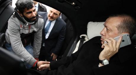 Президент Туреччини врятував чоловіка від самогубства