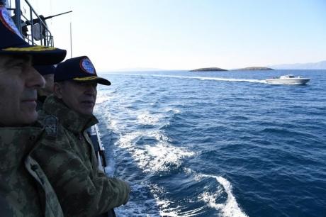 Турецкий корабль сначальником генштаба «оказался» вводах Греции