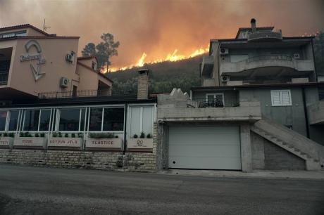 УЧорногорії 300 осіб евакуйовано через пожеж