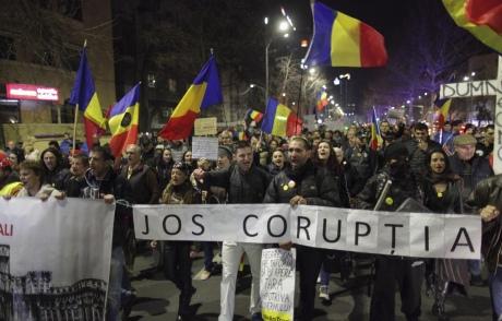 «Румыния, проснись!» вгосударстве вышли нановый многотысячный антикоррупционный протест свувузелами