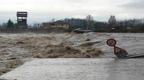 Наводнение вИталии: «большая вода» заполонила Пьемонт иЛигурию