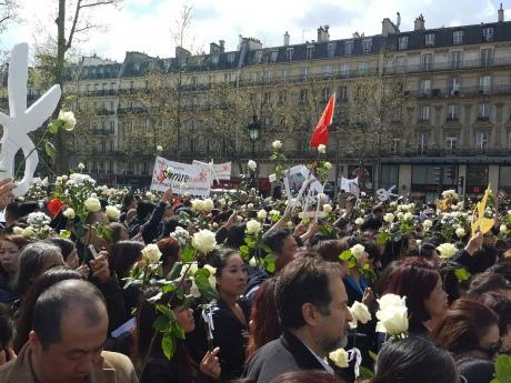 Встолице франции вышли тысячи людей вподдержку гражданина Китая, убитого полицейскими