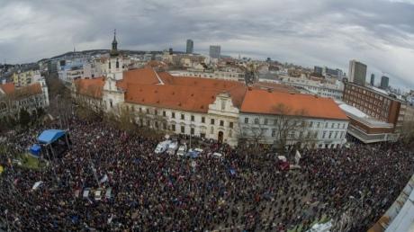 ВСловакии протестующие требуют отставки руководителя милиции