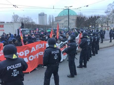 Милиция Ганновера использовала водометы для защиты «Альтернативы для Германии» отэкстремистов