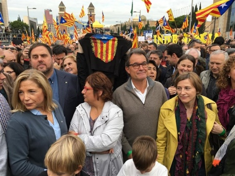 ВБарселоне около 80 тыс. людей протестуют против действий правительства Испании