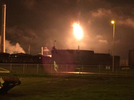 ВНидерландах горел крупнейший нефтеперерабатывающий завод Европы